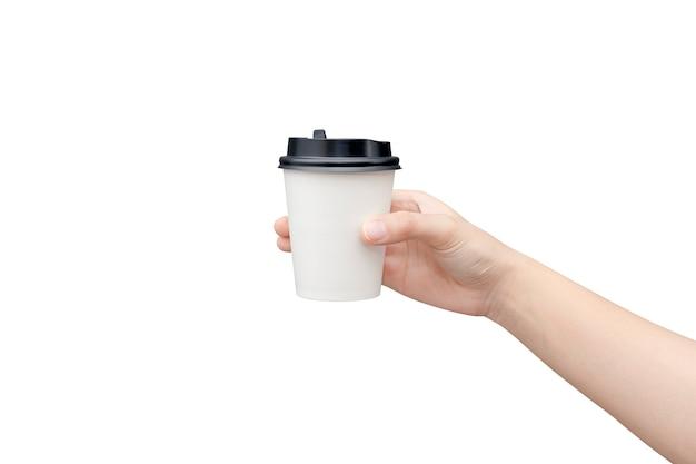 Haal koffiekopje weg. vrouwelijke hand die een koffiedocument geïsoleerde kop houdt
