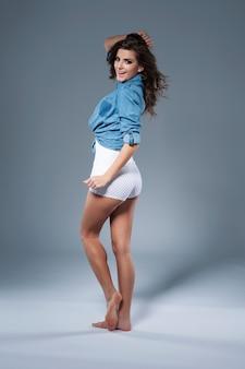 Haar lichaam is natuurlijk en perfect