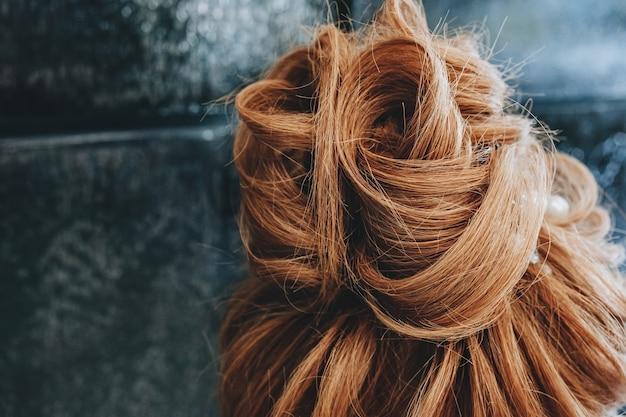 Haarstyling trainen op een mannequin