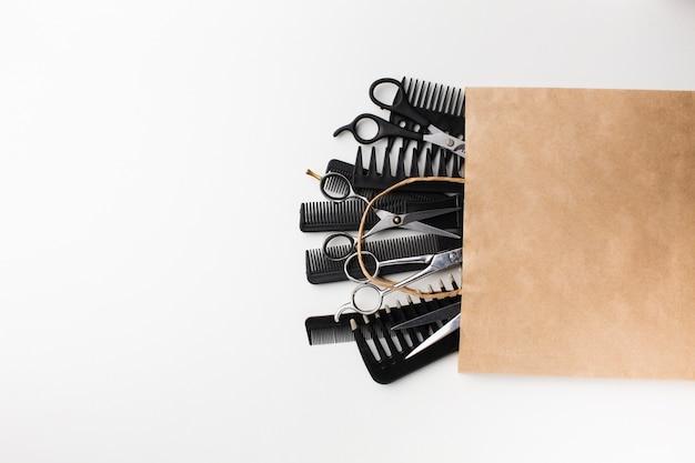 Haaruitrusting in papieren zak