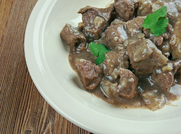 Hachee - hollandse rundvlees & uienstoofpot. oer-hollandse stoofpot op basis van blokjes vlees, vis of gevogelte en groenten.