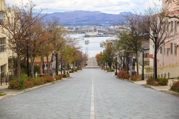 Hachiman-zaka helling in hakodate hokkaido japan. een van de beroemde plekken in japan.