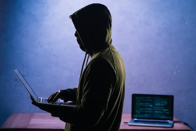 Hacker met laptop