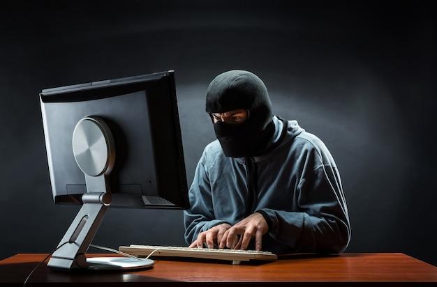 Hacker op kantoor