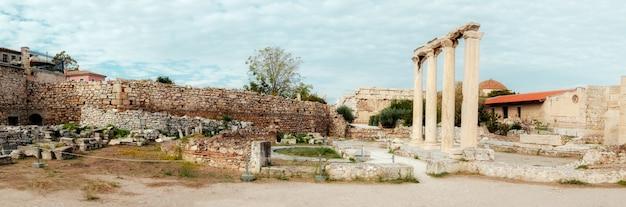 Hadrianusbibliotheek, noordkant van de akropolis van athene in griekenland