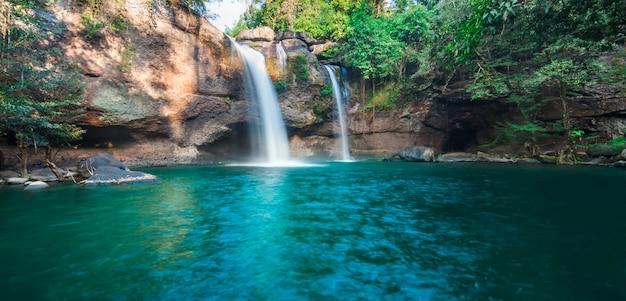 Haew su thad waterval, het nationale park van khao yai, thailand