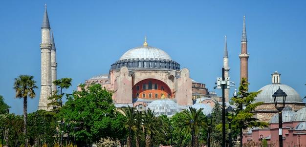 Hagia sophia (ayasofya) museum in istanboel, turkije.