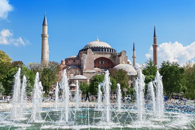 Hagia sophia in istanboel, turkije. hagia sophia is het grootste monument van de byzantijnse cultuur.