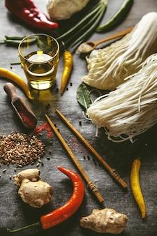 Hai keuken. ingrediënten voor het koken van rijstnoedels