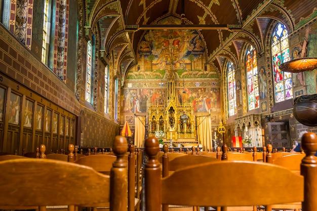 Hal van de oude kerk, europa. oude europese architectuur en stijl