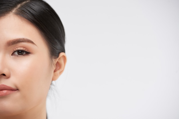 Half gezicht van yung woman