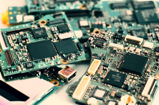 Halfgeleider op elektronische printplaat. technische achtergrond ..