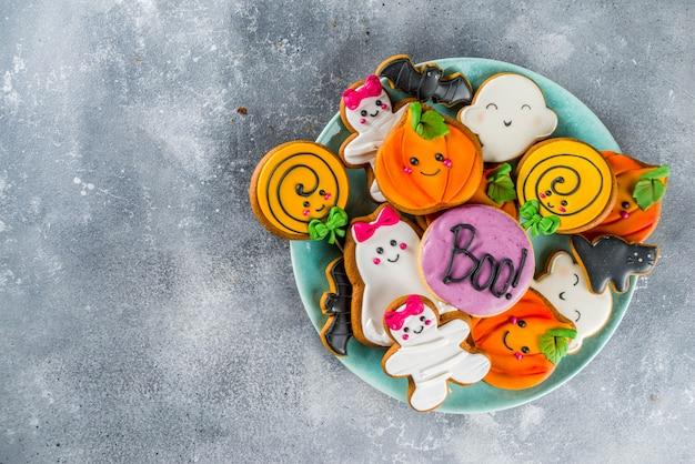 Halloween-achtergrond met grappige peperkoekkoekjes