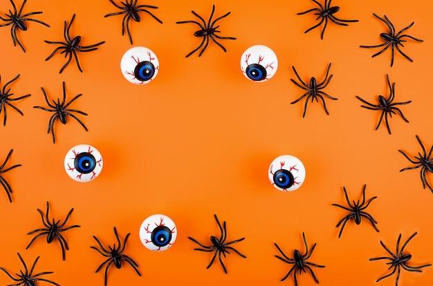Halloween-achtergrond met ogen en spinnen