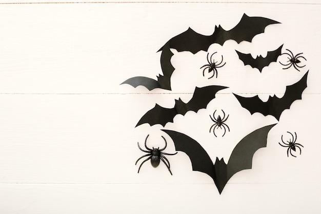 Halloween achtergrond met papieren vleermuizen, spinnen. plat leggen kopie ruimte