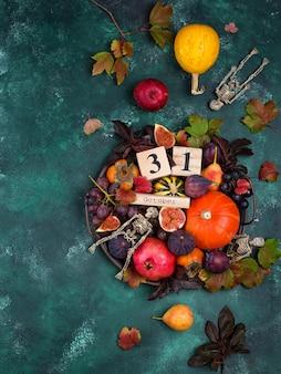 Halloween-compositie met herfstfruit