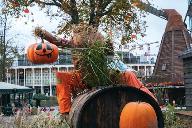 Halloween-decoratie in tivoli in kopenhagen, denemarken.