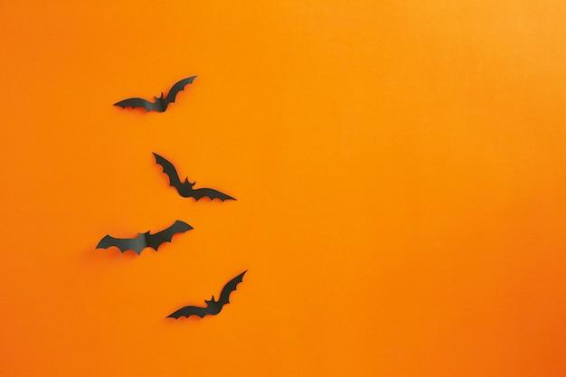 Halloween en decoratie concept papieren vleermuizen vliegen