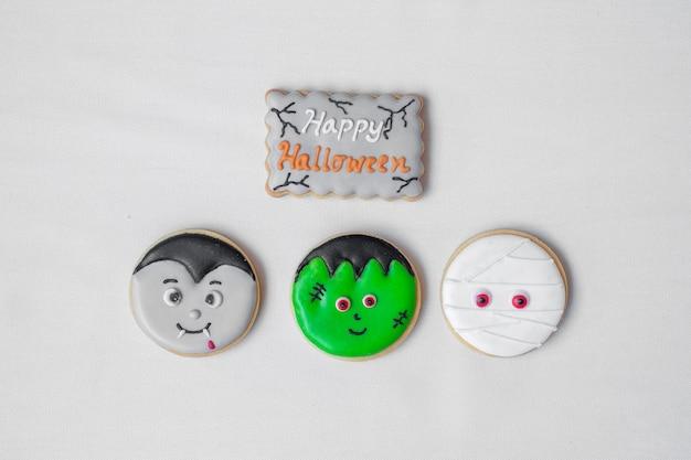 Halloween grappige cookies ingesteld op witte achtergrond. trick or threat, happy halloween, hallo oktober, herfst herfst, feestelijk, feest en vakantie concept