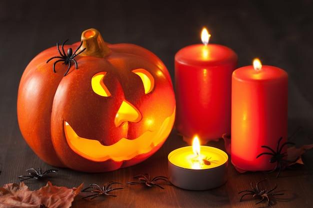Halloween jack o lantern-kaarsen van pompoenspinnen