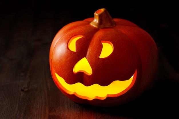 Halloween jack o lantern-pompoen