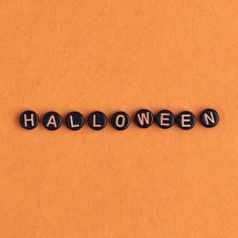 Halloween kralen tekst typografie op oranje