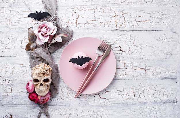Halloween-lijst die in roze kleuren plaatst