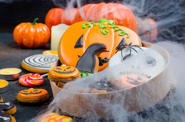 Halloween met peperkoek, pompoenen en kaarsen