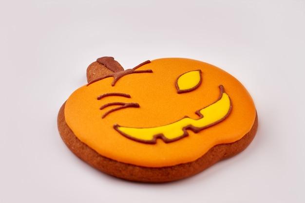 Halloween peperkoekkoekje geïsoleerde halloween oranje pompoen suikerkoekje traktaties voor halloween party