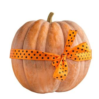 Halloween-pompoen met oranje lint. selectieve focus van halloween-pompoen
