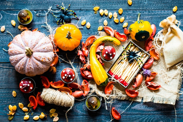 Halloween-pompoenen, op houten oppervlakte
