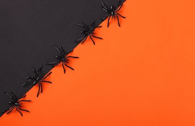 Halloween-vakantiespatie met zwarte spinnen, zwart en oranje