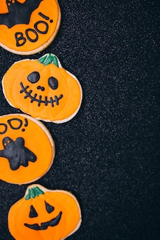 Halloween verfraaide eigengemaakte gemberkoekjes