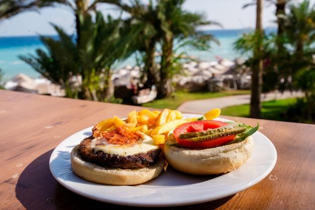 Hamburger aan zee.