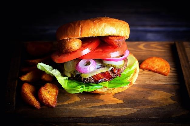 Hamburger donkere achtergrondfoto.