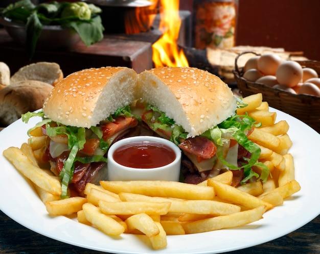 Hamburger met friet