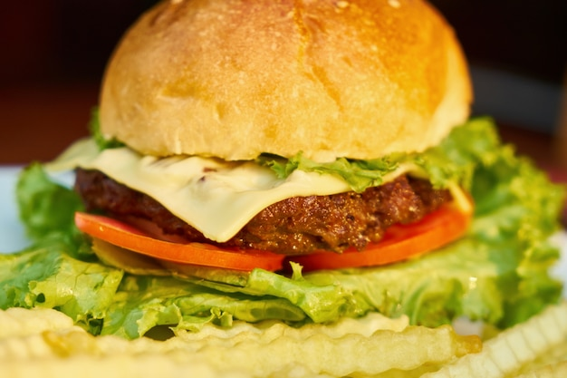 Hamburger sla cheeseburger vet dicht omhoog