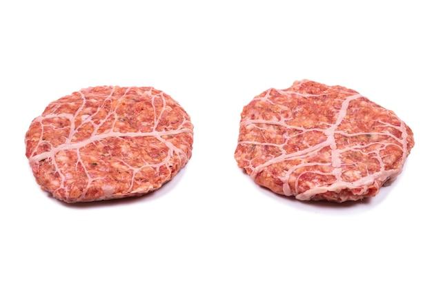 Hamburgerkotelet op wit wordt geïsoleerd dat.
