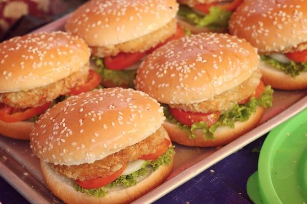 Hamburgervarkensvlees bij straatvoedsel