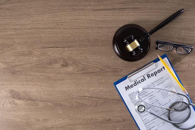Hamer, medisch rapport en bril