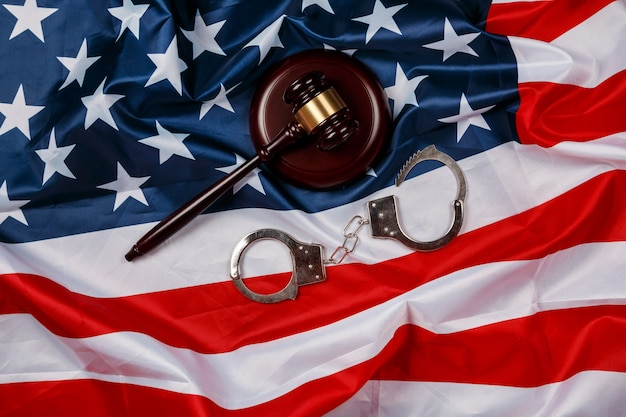 Hamer over amerikaanse vlag