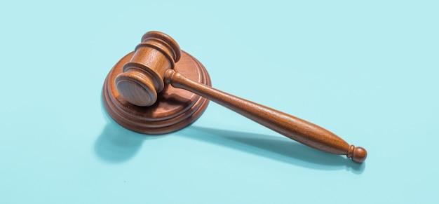 Hamer rechter voor wet en orde concept
