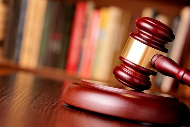 Hamer, symbool van gerechtelijke beslissingen en gerechtigheid