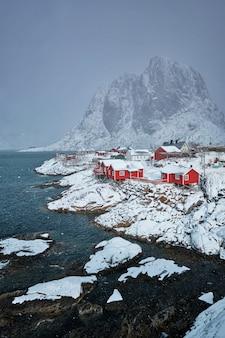 Hamnoy vissersdorp op lofoten-eilanden, noorwegen