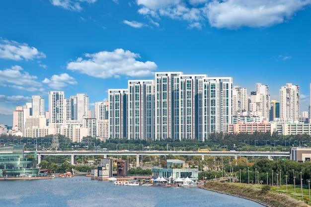 Han river-landschap in seoel op een heldere dag zonder fijn stof