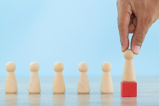 Hand bedrijfspersoneel, rekruteringswerknemer en talentmanagemen met het succesvolle concept van de bedrijfsteamleider - beeld.