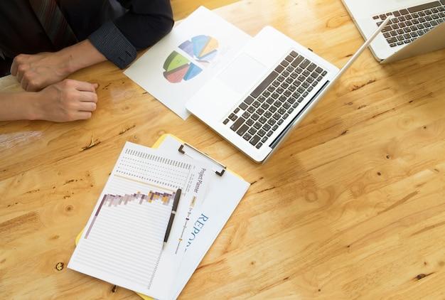 Hand beleggingsinkomen rendement resultaten management