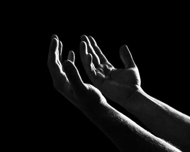 Hand bid allah vraag bedelaar smekend geloof geloof