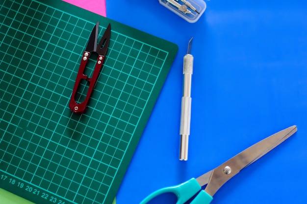 Hand crafting desk