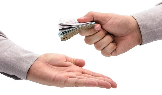 Hand die betaling van een andere hand ontvangt, banktransactie, betaling, hoofdprijs of financiële hulp, braziliaans geld